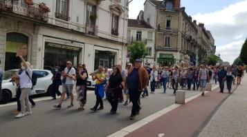 le-cortege-dans-les-rues-de-bourg-photo-progres-laurent-_007